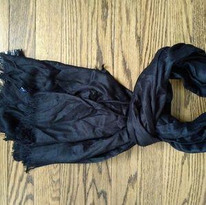 Black fringed pashmina scarf